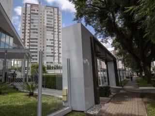 Foto do Apartamento-Exuberante Apartamento SEMI MOBILIADO à venda no condomínio clube The Square!!! No melhor do bairro Portão, em Curitiba - Paraná
