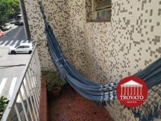 Foto do Apartamento-Deitar na rede na varanda e aproveitar este charmoso 2 dormitórios, antigo e com personalidade. Venha personalizar esta pequena joia.