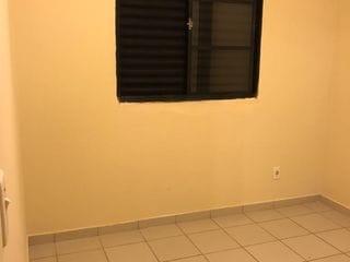 Foto do Apartamento-Apartamento à venda, Penha, Bragança Paulista, SP o apartamento com 50m2 tendo 2 dormitório com planejado, banheiro com armário.