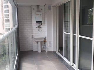 Foto do Apartamento-Apartamento lindo, aconchegante, com acabamentos de primeira qualidade e móveis feitos sob medida. Varanda fechada com vidros, o que amplia o local. Ar condicio