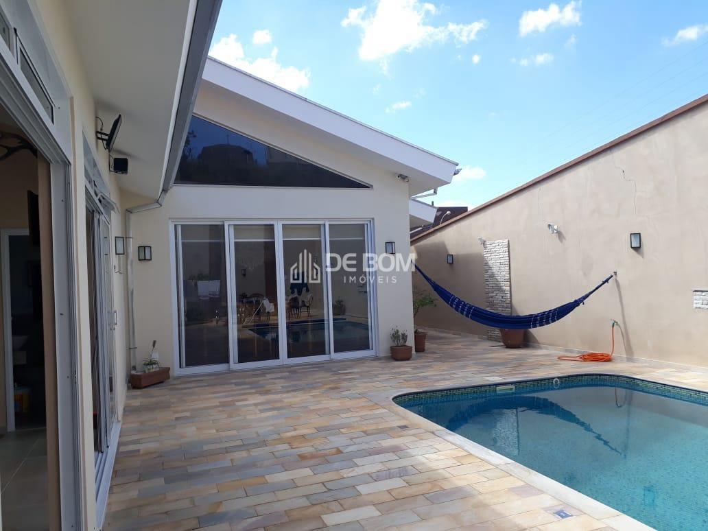 https://static.arboimoveis.com.br/CA0003_DEBOM/casa-moderna1626817275218eljkf_watermark.jpg