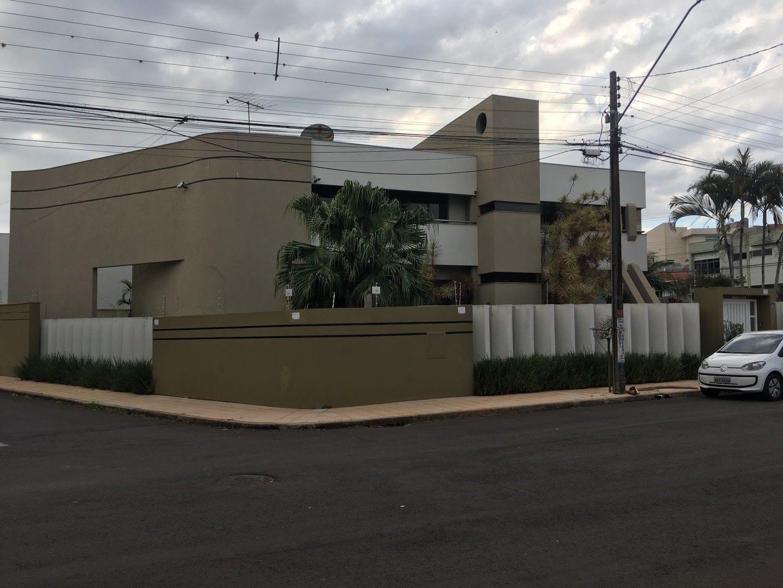 https://static.arboimoveis.com.br/CA0004_MAREZE/sobrado-alto-padrao-em-bairro-nobre-de-apucarana1625219760668jkyjf.jpg