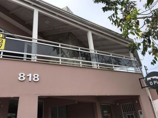 Foto do Casa-- 02 Dormitórios sendo uma suíte com banheira e closet - Sala de estar - Sala de jantar - Piscina - Varanda  Casa possui duas salas comerciais embaixo.  *-* Car