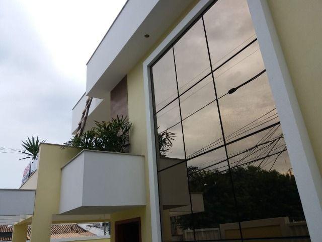 https://static.arboimoveis.com.br/CA0034_FLEXIM/casa-quartos-com-suites-piratininga1621348262621ycwxs.jpg
