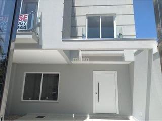 Foto do Casa-Casa Triplex no Centro de Balneário Camboriú  - Semi mobiliado - Ficarão os móveis fixos - Sala 2 ambientes integrado com cozinha - Lavabo - Área de serviço - Á