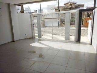Foto do Casa-Casa para Venda no bairro Centro em Balneário Camboriú, 3 quartos sendo 3 suítes, 2 vagas, Sem Mobília, 180 m² privativos, Sobrado com 3 suítes no Centro de Bal
