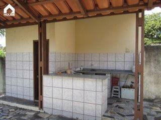 Foto do Casa-Casa de 2 quartos com área de churrasco e quintal gramado em Meaípe
