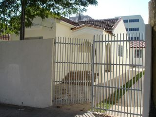 Foto do Casa-Vendo ou alugo casa em excelente localização no centro da cidade para comércio ou residencia