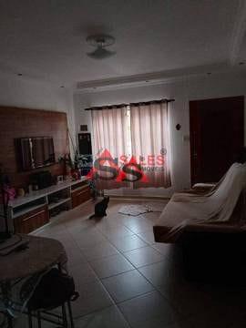 Foto do Casa-Sobrado de vila com dois dormitórios bastante seguro. Vizinhos simpáticos. Vaga para carro em frente. Possui dois banheiros.