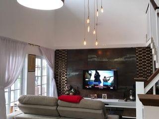 Foto do Casa-Belíssima casa  à venda. Finamente mobiliada e decorada na  Barra, Balneário Camboriú, SC. 210 mts privativos ,sendo 3 suítes, uma com hidromassagem.