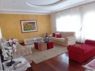 Foto do Casa-Amplo sobrado residencial com 600 metros localizado próximo a Avenida Prochet com  condicionado, completo de armários, piscina e churrasqueira.