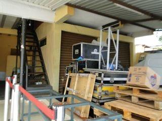 Foto do Loja-Cod 2930 - Estuda terreno como parte do pagamento, vende 2 salão mais sobrado