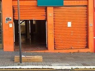 Foto do Salão-Excelente salão comercial no centro de Londrina com 300m², próximo do calçadão e comércios em geral,  com 02 banheiros e com espaço pra cozinha