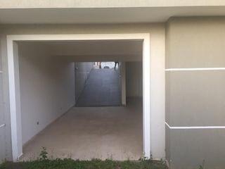 Foto do Sobrado-Sobrado à venda no Bairro Alto, Curitiba-PR, com 3 quartos sendo 1 suíte, 4 vagas de garagem e quintal aos fundos