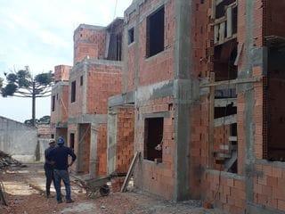 Foto do Sobrado-Triplex à venda em condomínio fechado no Portão