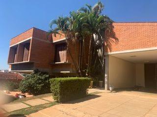 Foto do Sobrado-Lindo sobrado à venda, Jardim América, Bragança Paulista, SP. Agende sua visita com a Dennes Imóveis.