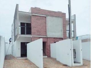 Foto do Sobrado-Sobrado à venda com 1 Suíte + 2 dormitórios A Venda em Itajaí