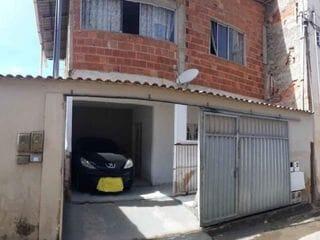 Foto do Sobrado-Sobrado com  2 pavimentos à venda no bairro do Ipiranga, são ao todo 4 quartos sendo 2 suítes, 4 banheiros e vaga de garagem.