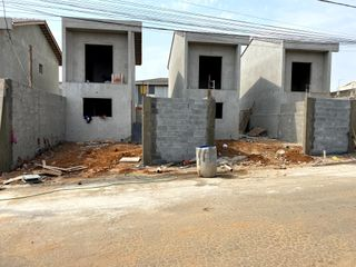 Foto do Sobrado-Oportunidade em Rua Tereza Haguihara - Suzano - Jd Casa Branca - Sobrado com area de lazer e churrasqueira coberta - area gramada - 2 vagas de garagem