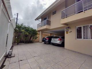 Foto do Sobrado-Amplo Sobrado de Esquina com 5 Dormitórios  à venda, Portão, Curitiba, PR