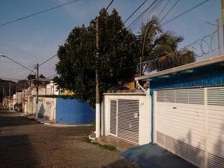 Foto do Sobrado-Sobrado 03 Quartos - 03 Salas de Escritório - Edicula - Corredor lateral em Santo Amaro