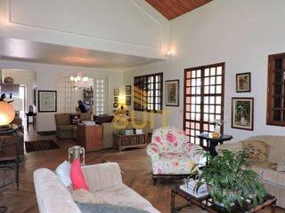 Foto do Sobrado-Casa em Estilo Colonial Americano com 4 Quartos Suítes 4 Vagas na Garagem Jardim com Frutíferas - Jandira, SP