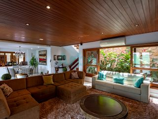 Foto do Sobrado-Casa Assobradada à venda no Parque Residencial Araxá 2, 5 Quartos, 4 Vagas de garagem, Espaço Gourmet, Completa de armários