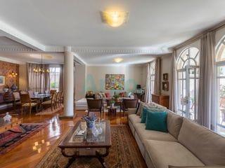 Foto do Sobrado-Sobrado de alto padrão com fino acabamento à venda, com 6 quartos, 750 metros úteis e um fantástico jardim, bairro seguro e privilegiado, Tucano, Londrina - PR.