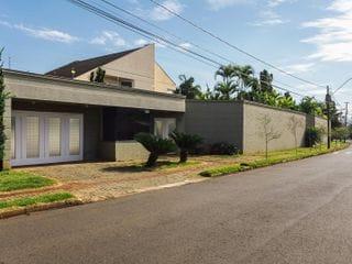Foto do Sobrado-Mansão no bairro de maior padrão em Londrina, Jardim Bela Suíça, Londrina, PR
