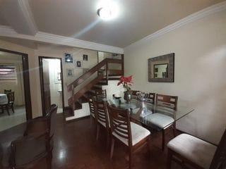 Foto do Sobrado-Ótimo sobrado a venda perto da Av. Jk e Av. Duque de Caxias, na Vila Larsen - 3 quartos sendo uma suíte com sacada - 3 vagas - Churrasqueira