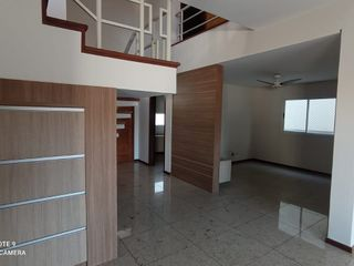 Foto do Sobrado-Sobrado à venda, Vale das Araucárias, 4 quartos, 4 suites, 400 m2 de area util em um terreno de 360 m2 , ampla area de lazer com piscina-londrina