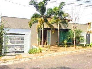 Foto do Sobrado-Sobrado à venda, 5 quartos sendo 2 suítes, 5 banheiros, área gourmet, piscina e 4 vagas, Condomínio Residencial Santa Helena I, Bragança Paulista, SP