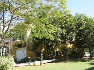 Foto do Sobrado-Lindíssima casa ás margens do Rio Camboriu, 4 suítes, 4 vagas garagem, 980 m2 de área construída.