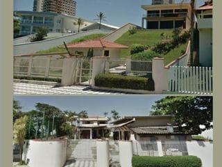 Foto do Sobrado-Lindíssimo casa alto padrão, frente para o mar localizado em Balneário Piçarras, SC. 1.136 m2 de área total.
