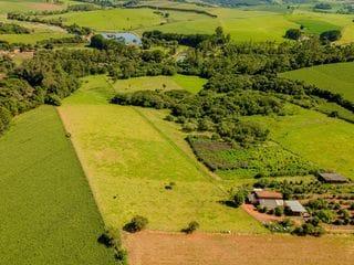 Foto do Terreno-Terreno à venda às margens do Rio Jaguari, totalmente plano, nascente corta a propriedade