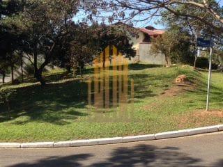 Foto do Terreno-Terreno em condomínio com 702 m2, com pequeno desnível em frente e atrás é área de preservação, com mata nativa, Tarumã, Santana de Parnaíba, SP