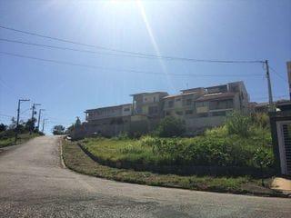Foto do Terreno-Terreno à venda no  bairro do Jardim Europa em Bragança Paulista - SP. Lote de esquina com topografia em aclive.